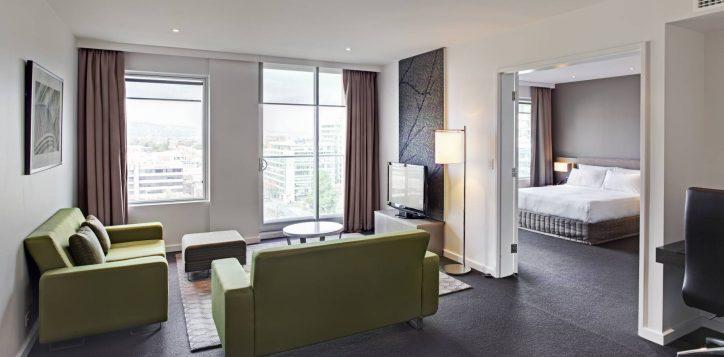 rooms-deluxesuite-image-2