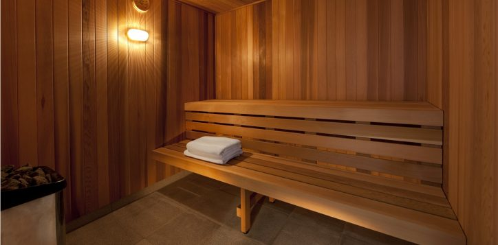 pullman-adelaide-hotel-fitness-and-well-being-pool-spa-and-sauna-image1-2