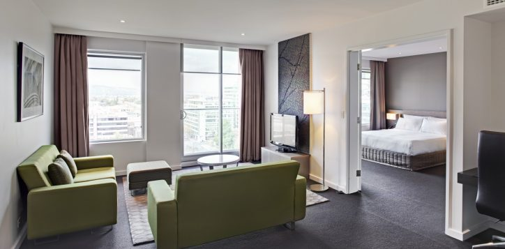 pullman-adelaide-hotel-rooms-and-suites-deluxe-suite-image-2